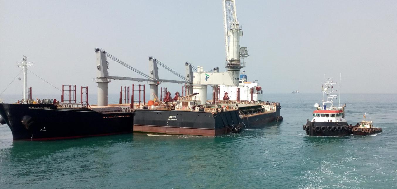 Надзор за строительством и транспортировка плавучего крана в Гвинею